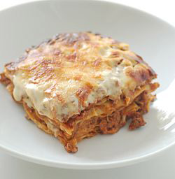 Some 20,000 lasagne meals from Findus in Sweden have been withdrawn from sale in Britain and Ireland.