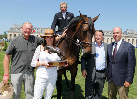 Beverley Widdowson, owner of Big Star, has won the FEI Owner of the Year Award for the second year running. She is pictured here with (left) her husband Gary Widdowson; Olympic champion Nick Skelton mounted on Big Star; Christian Baillet, Chairman of the Jumping Owner's Club; John Madden, FEI Executive Board member and FEI Jumping Committee Chair.