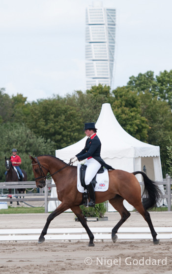 Lucy Wiegersma and Simon Porloe, who are currently in fourth place.