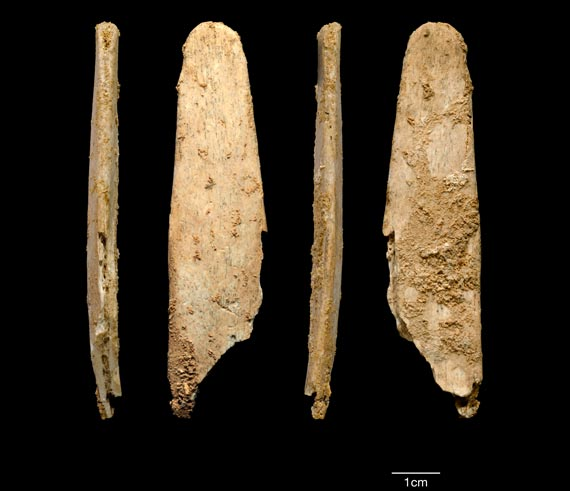 Four views of the most complete lissoir found during excavations at the Neandertal site of Abri Peyrony. Photo: © Abri Peyrony & Pech-de-l'Azé I Projects