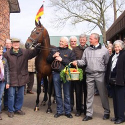 Laurie with his breeders, and stud chief Dirk Müller.