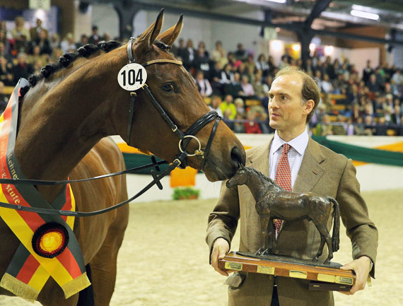 Trakehner champion mare Tanzmusik and her breeder, Prince Donatus of Hessia.