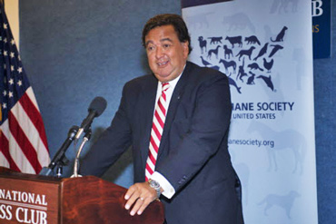 Bill Richardson accepts his award. Photo: Kathy Milani/HSUS