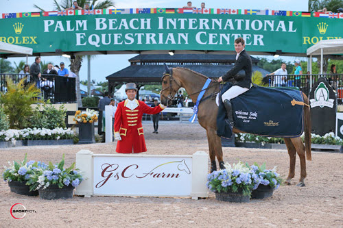 Shane Sweetnam in his winning presentation  with ringmaster Gustavo Murcia.