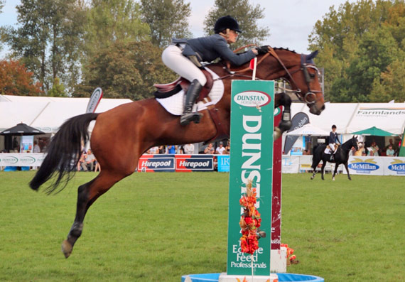 Lucy Akers and Cortaflex Tinapai on their way to winning New Zealand's Lady Rider of the Year title.