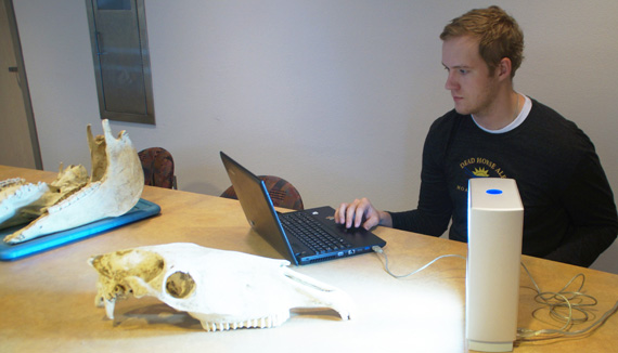 William Taylor scans a horse skull with his three-dimensional scanner. Photo: University of New Mexico