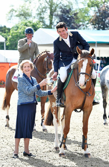 Rowan Willis won the prestigious Walwyn Novice Championships title with Bacarilla.