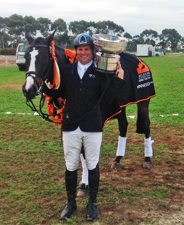 Shane Rose and Shanghai Joe with their CCI3* MIHT trophy.