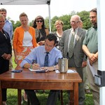 Connecticut law protecting equine industry signed by governor.