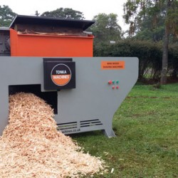 Machine allows horse owners to process wood into stable bedding