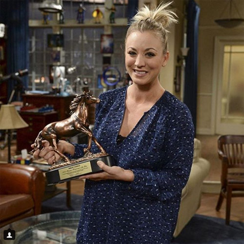 Kaley Cuoco with her 2015 Horsewoman of the Year award from the Humane Society of the US.